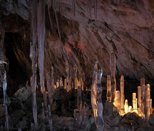 غار یخ های دیدنی دی دل جاده چالوس