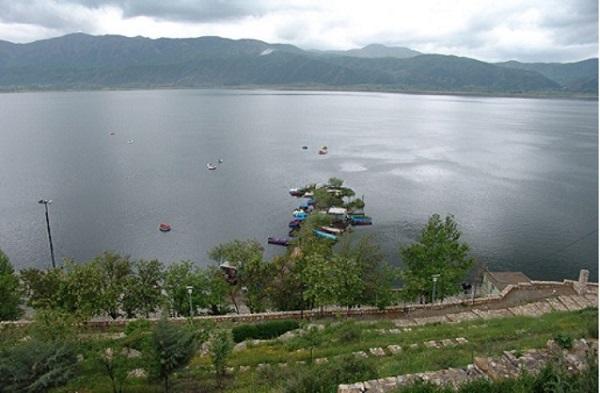 دریاچه زریوار در کردستان
