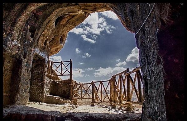 غار کرفتو ، غاری عجیب در ایران