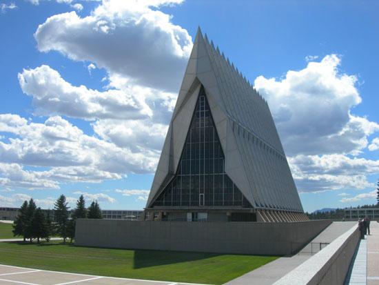 کلیسای دانشکده افسری آکادمی نیروی هوایی ایالات متحده در کلرادو