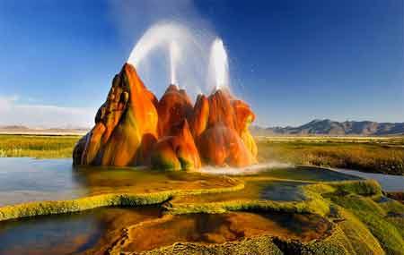 عجیب ترین آب گرم دنیا در آمریکا