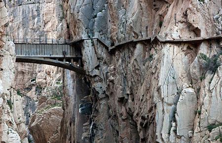 ترسناکترین مسیر پیاده روی جهان در اسپانیا