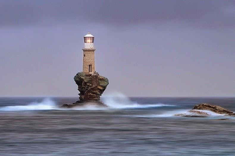 فانوس دریایی زیبا و مشهور در یونان