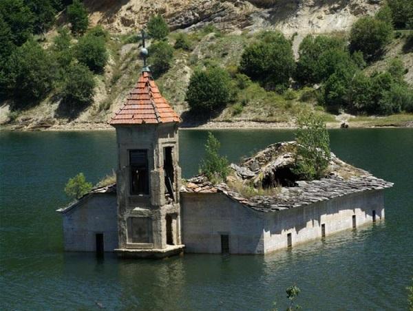 دریاچه بزید، رومانی