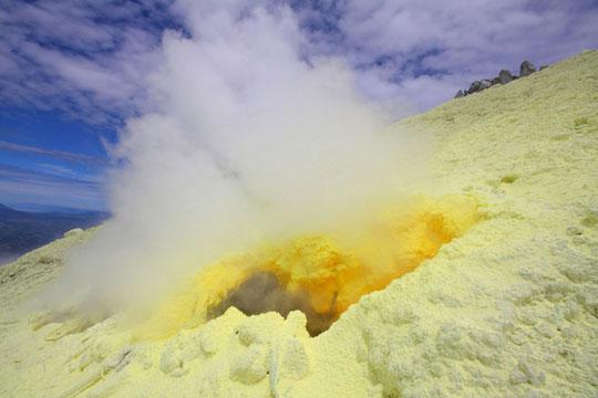 کوه آتشفشان سینابونگ، اندونزی