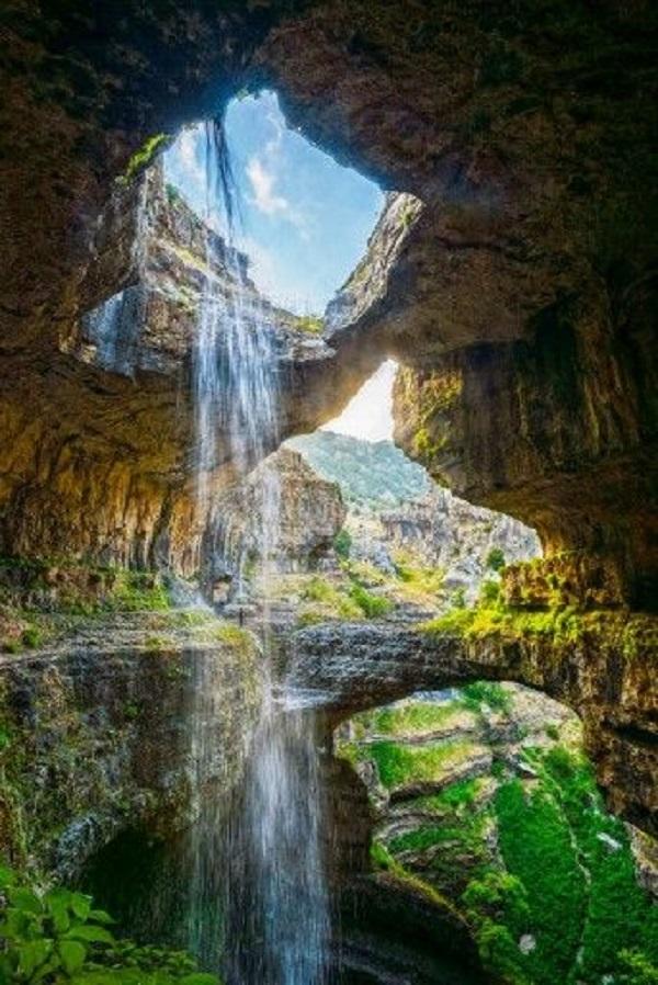 آبشار باتارا جرج در لبنان به ارتفاع کلی 100 متر