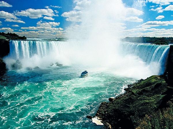 آبشارهای نیاگارا معروف ترین آبشار در شمال آمریکا به ارتفاع بیش از 50 متر