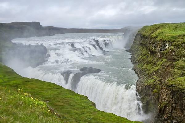 آبشار گولفوس در ایسلند به ارتفاع کلی 32 متر