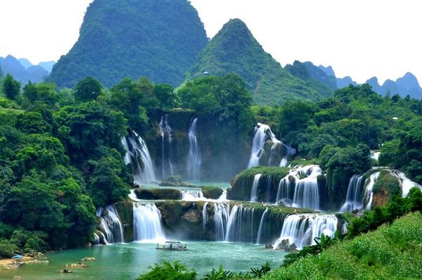 آبشار دتیان در مرز میان چین و ویتنام، به طول بیش از 40 کیلومتر