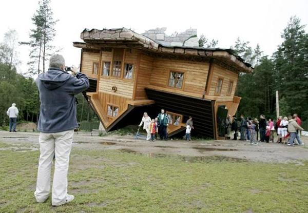خانه وارانه عجیب در لهستان