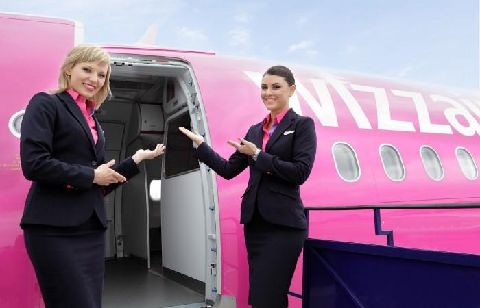 راز حضور داشتن مهمانداران در مقابل ورودی هواپیما چیست