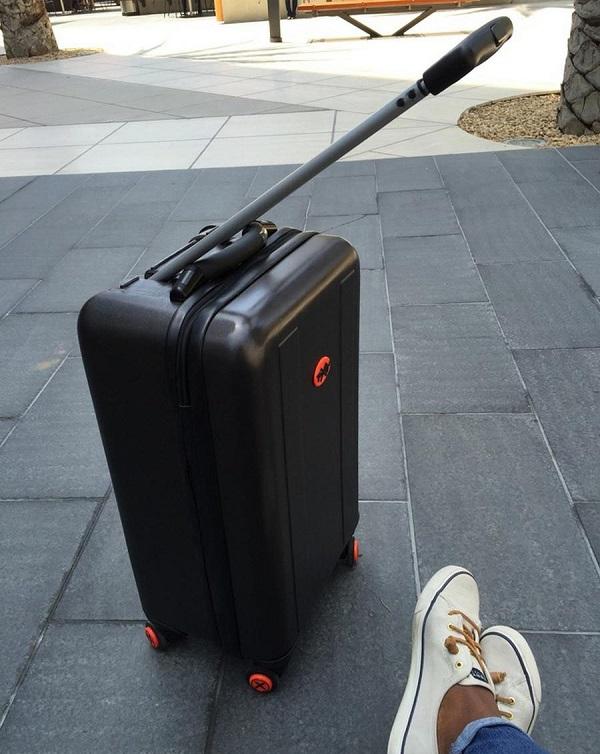 چمدان هوشمند جالبی که دنبال شما می آید