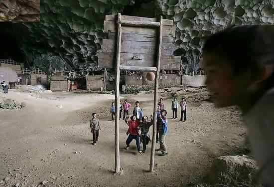 غاری در چین با 100 نفر جمعیت