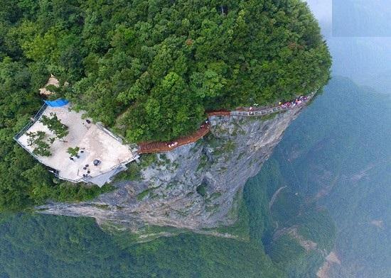 گذرگاه شیشه ای ترسناک در چین