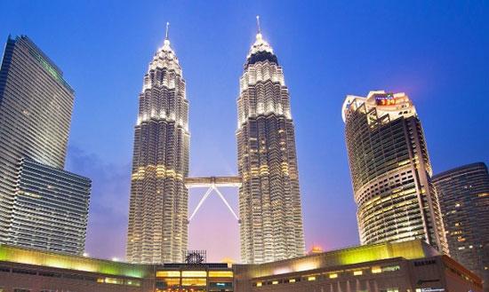 برج های دوقلو پتروناس کوالالامپور؛ مالزی به ارتفاع 1483 پا