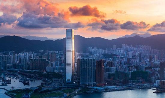 برج مرکز تجارت بین المللی هنگ کنگ؛ چین به ارتفاع 1588 پا