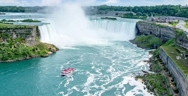 پرواز 12 دقیقه ای از تورنتو تا آبشارهای نیاگارا