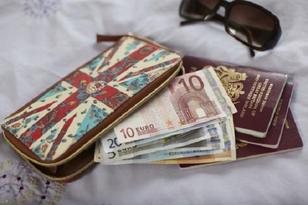 چگونه از پول خود در مسافرت مراقبت کنیم