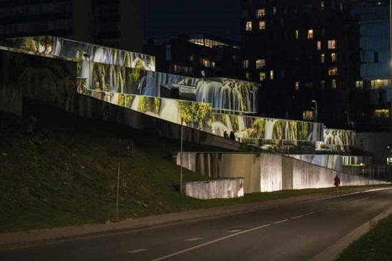 آبشاری زیبا در یک ساختمان خیابانی
