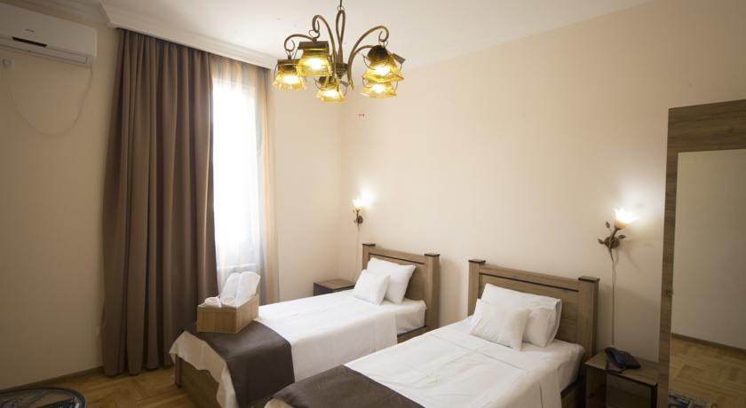 هتل لاگ این بوتیک تفلیس