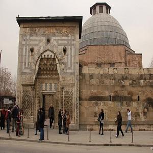 مساجد تاریخی آنتالیا (مدرسه کاراتای)