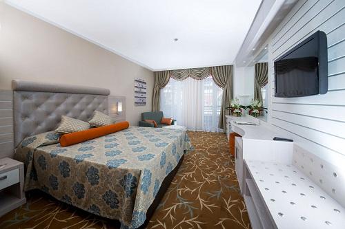 هتل اورنج کانتی آنتالیا (اتاق های استاندارد با منظرۀ کوه های توروس)