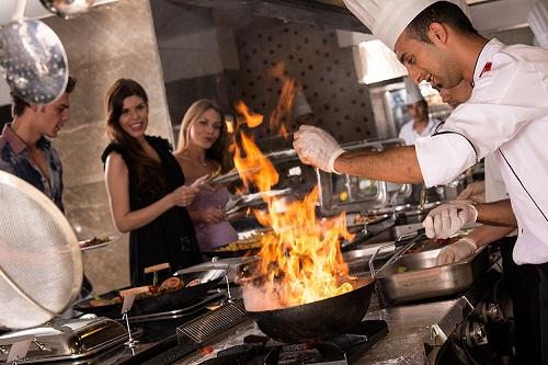 رستوران های هتل رامادا ریزورت لارا (رستوران اصلی)