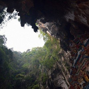 غارهای باتو (شکاف سقف غار معبد)