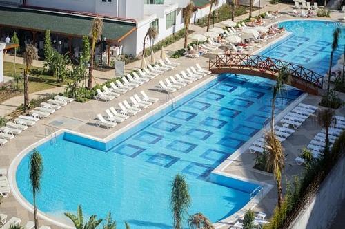 استخرهای هتل رامادا ریزورت لارا (استخر اصلی)
