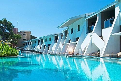 هتل ریکسوس سان گیت آنتالیا (استخر اطراف ویلا ها)