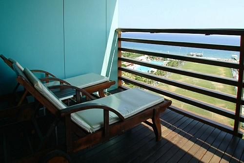 امکانات اقامتی هتل کروانسرای لارا آنتالیا (بالکن اتاق ها)