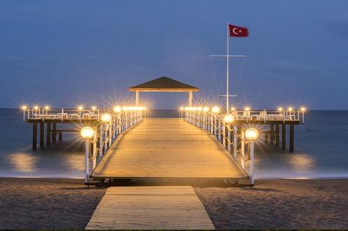اسکلۀ ساحل اختصاصی هتل رامادا ریزورت لارا