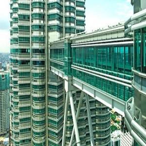 برج های دوقلوی مالزی (نمای بیرونی پل آسمان)