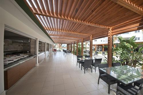 رستوران های هتل رامادا ریزورت لارا (کافۀ کنار استخر اصلی)