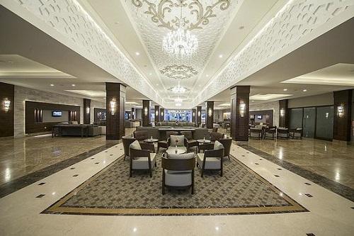 امکانات اقامتی هتل رامادا ریزورت لارا (لابی هتل)