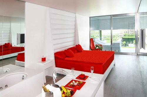 امکانات اقامتی هتل آدم و حوا (برنامۀ ویزۀ انجل موُن)