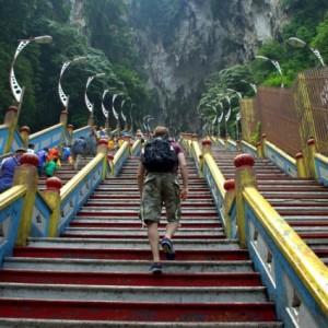 غارهای باتو (272 پلۀ غار)
