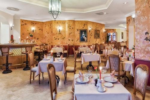 رستوران ایتالیایی La Gondola Restaurant در هتل وو کرملین
