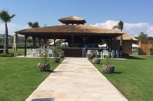 اسنک بار ساحلی Beach House در هتل مگنوم
