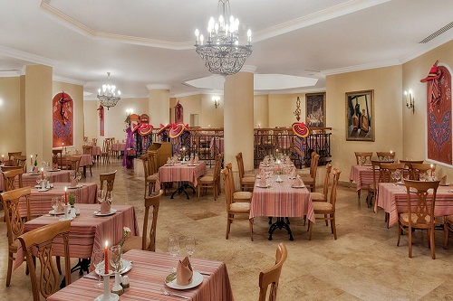 رستوران مکزیکی El Sombrero Restaurant در هتل وو کرملین