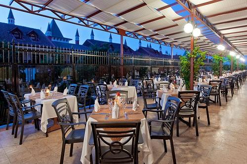 فضای تابستانی رستوران اصلی هتل وو کرملین