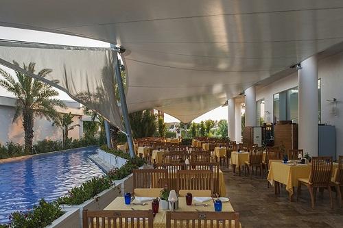 فضای تابستانی رستوران اصلی هتل مکس رویال بلک آنتالیا