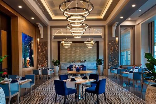 رستوران دریایی Seahorse Restaurant در هتل رگنوم آنتالیا
