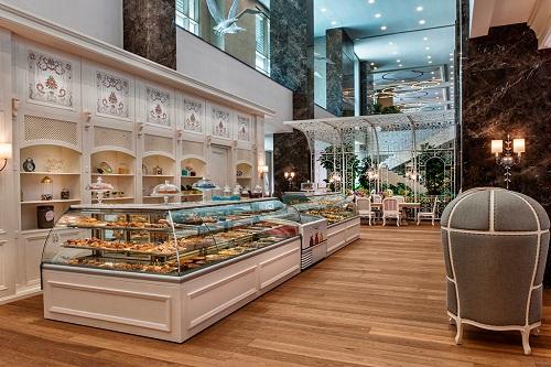 شیرینی پزی Macaroon Patisserie در هتل رگنوم