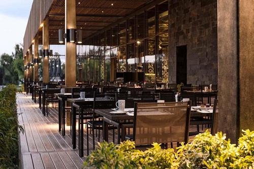 فضای تابستانی رستوران اصلی هتل مکس رویال کمر آنتالیا