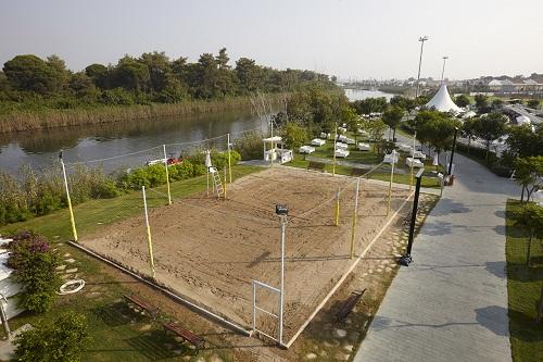 زمین والیبال ساحلی هتل تایتانیک دلوکس آنتالیا