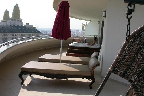 امکانات اقامتی هتل دلفین امپریال(بالکن اتاق های VIP)