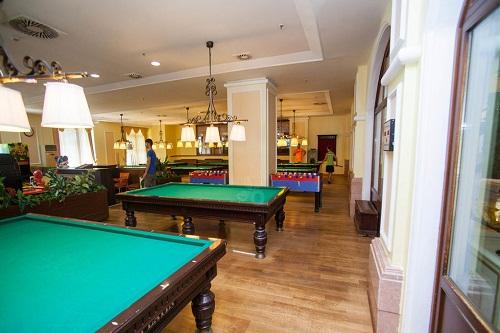 میز بیلیارد در سالن بازی هتل 5 ستاره وو کرملین