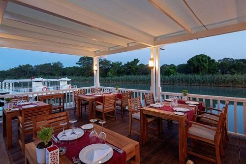 رستوران ترکی Hasir Turkish هتل تایتانیک دلوکس آنتالیا
