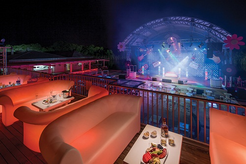 سالن نمایش روباز هتل تایتانیک دلوکس آنتالیا